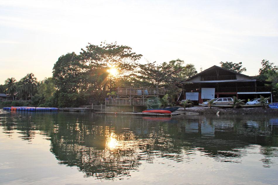 Rumah kelab milik Persatuan Kanu Negeri Terengganu yang terletak di muara Kuala Ibai merupakan kawasan strategik untuk program persatuan mahupun aktiviti riadah untuk orang ramai.