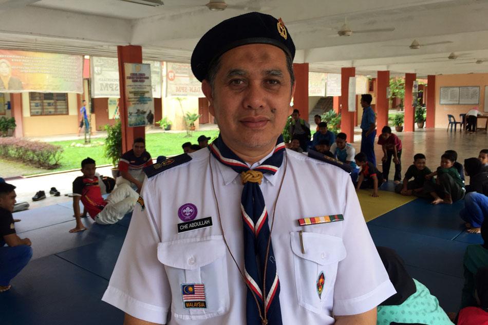 Che Abdullah Bin Che Husain merupakan guru Penolong Kanan Kokurikulum SMK Jenagor turut kini menyandang jawatan naib pengerusi Persatuan Bola Tampar Daerah Hulu Terengganu. Kredit Foto - PenyuSukan.com