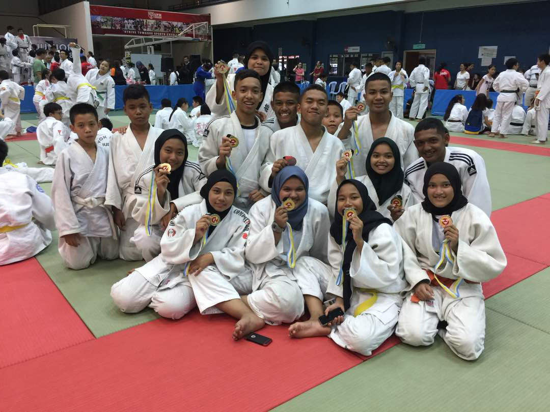 Sebahagian barisan judoka pasukan Persatuan Judo Negeri Terengganu bawah 15 tahun di Kejohanan Judo Remaja Kebangsaan 2018 Ke-23. Kredit Foto - Persatuan Judo Negeri Terengganu
