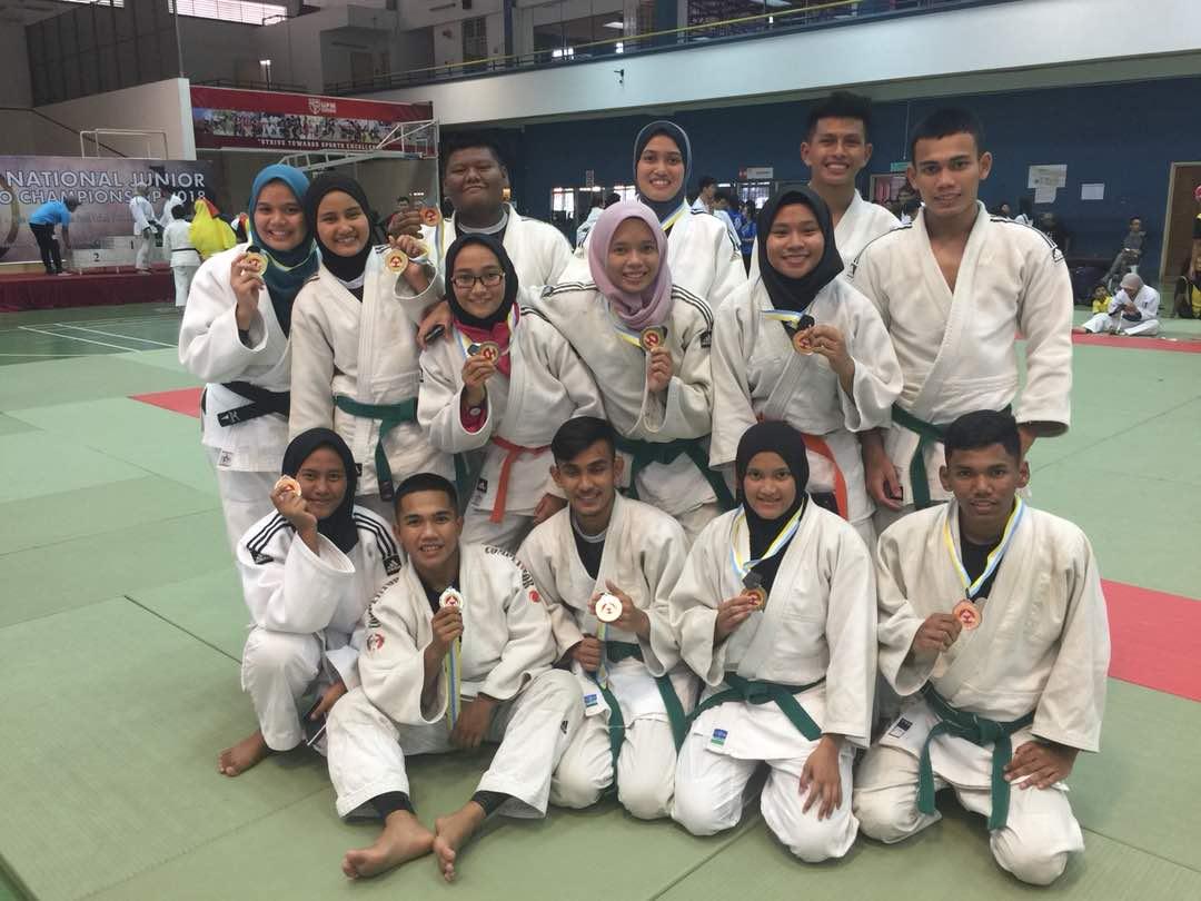 Sebahagian barisan judoka pasukan Persatuan Judo Negeri Terengganu bawah 21 tahun di Kejohanan Judo Remaja Kebangsaan 2018 Ke-23. Kredit Foto - Persatuan Judo Negeri Terengganu
