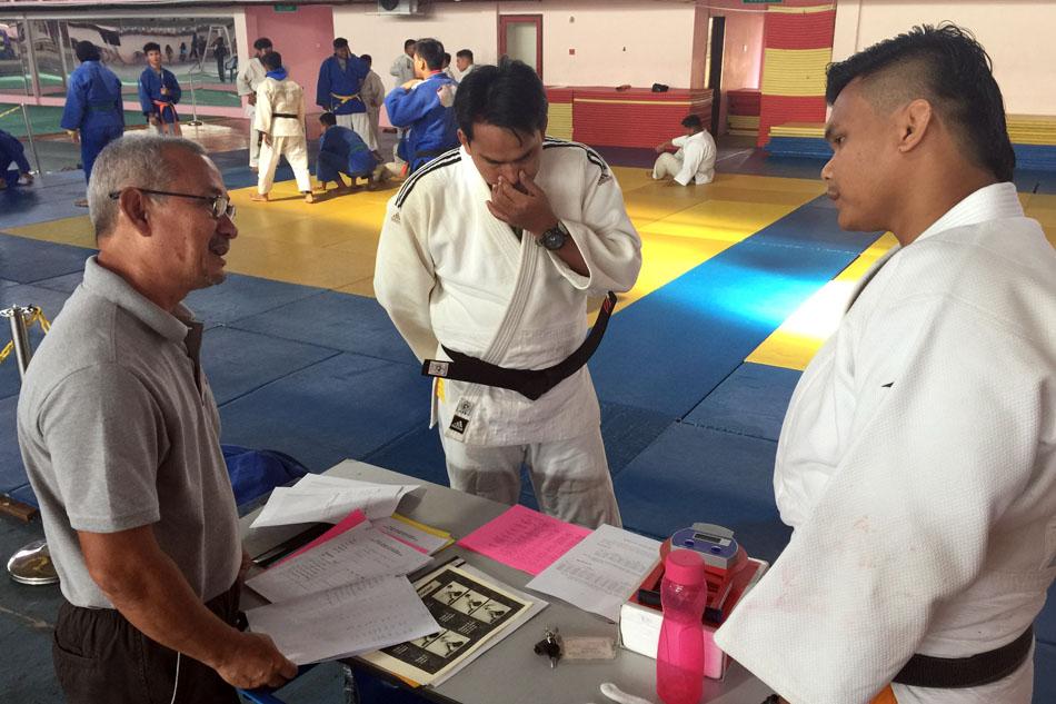 Haji Mohd Yunos bin Ibrahim juga turut berkongsi data-data fisiologi bersama jurulatih-jurulatih sukan Judo untuk memantapkan persiapan pasukan. Kredit Foto - PenyuSukan.com