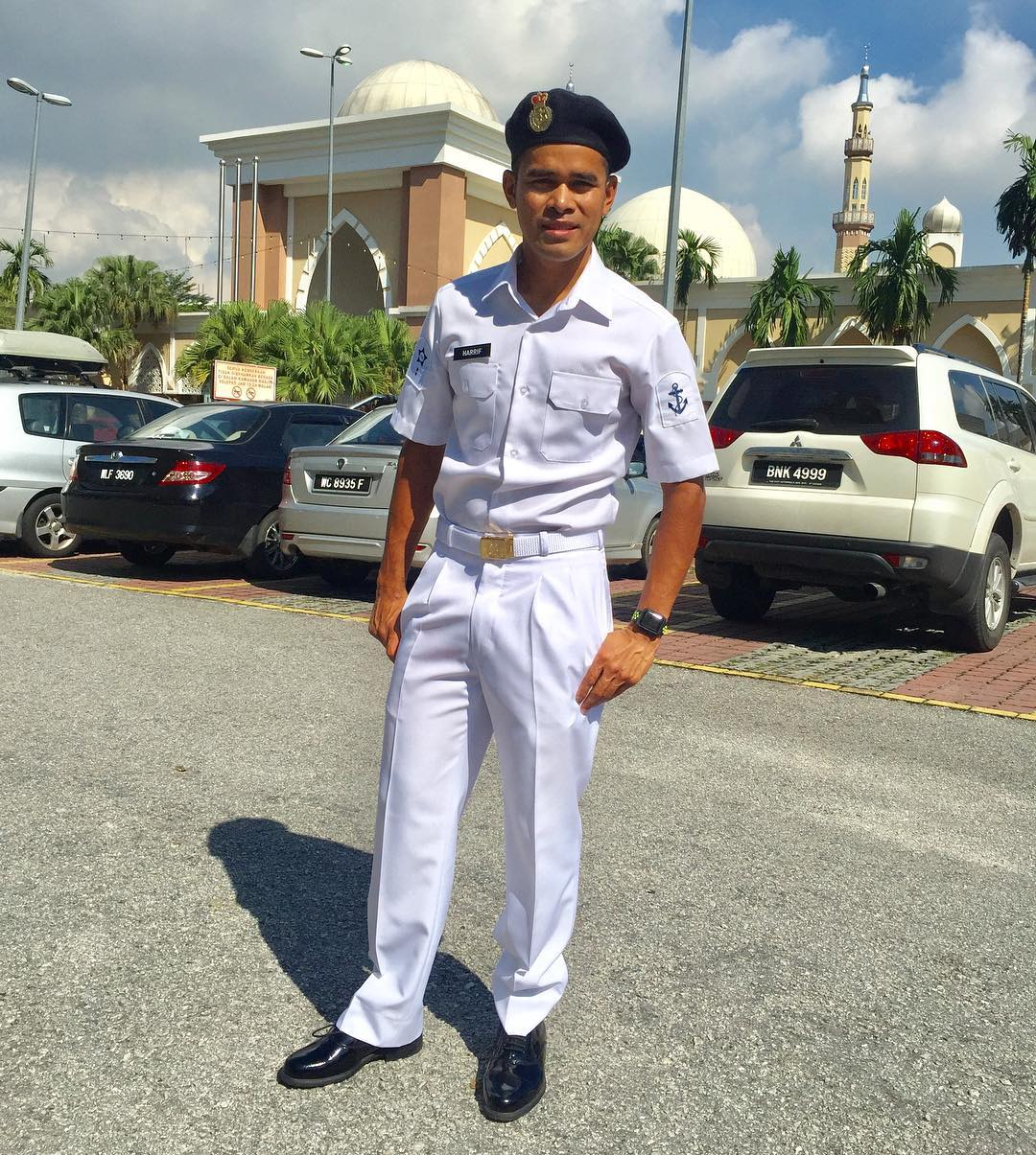 Pelumba profesional Terengganu Cycling Team (TSG); Mohd Hariff Saleh juga turut menjawat selaku anggota Tentera Laut Diraja Malaysia. Kredit Foto - Instagram.com/harrif_saleh
