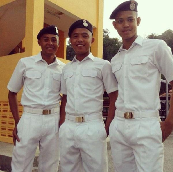Pelumba - pelumba profesional Terengganu Cycling Team (TSG) menjawat selaku anggota Tentera Laut Diraja Malaysia. Kredit Foto - Instagram.com/lakassek_wendish