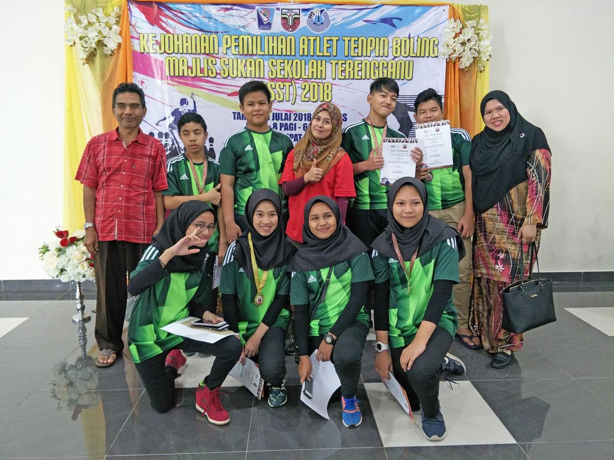Sebahagian daripada pasukan tenpin boling MSSD KT yang berentap di Kejohanan Tenpin Boling Majlis Sekolah Sukan Negeri Terengganu(MSST) 2018. Kredit Foto - Cikgu Aida/MSSD KT