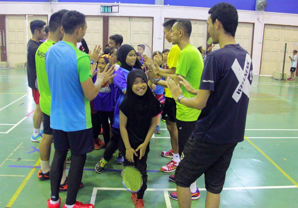 Peserta Kem Bakat Badminton Kementerian Belia dan Sukan Peringkat Negeri Terengganu 2018 tidak hanya memfokuskan latihan badminton malah membina semangat setiap pemain agar mengetahui hala tuju mereka. Kredit Foto - PenyuSukan.com