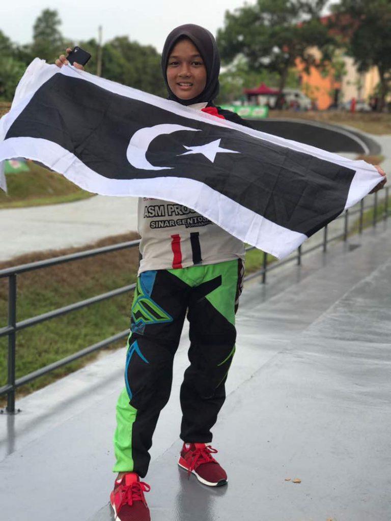 PenyuSukandotcom - Pelumba basikal lasak BMX Terengganu - Eddyna Nasuhar binti Zainal Abidin. Kredit Foto - Instagram.com/_.dynaevasive