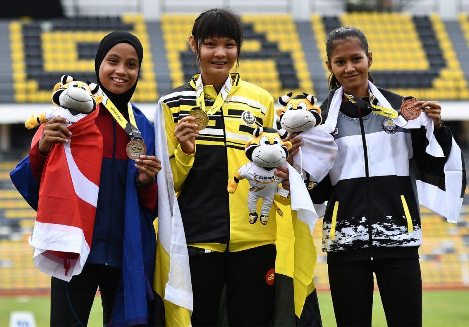 Pelompat tinggi wanita Terengganu Hanelang; Tuan Juliana bintin Tuan Hassan(kanan) meraih pingat gangsa di pentas Sukan Malaysia(SUKMA) Perak 2018 edisi ke-19 setelah dinafikan oleh Ngu Jia Xin(tengah) dari Perak dan Nini Sharmiza bintin Salim dari Johor. Kredit Foto - Sekretariat SUKMA Perak 2018