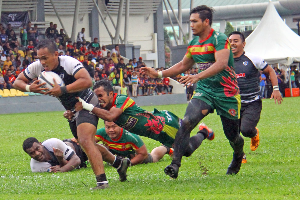Aksi pemain flyhalf Aliff Sazrie Azmi ketika mendapatkan mata jatuhan try ke-4 buat pasukan Terengganu sewaktu menentang Kedah dalam perlawanan kedua peringkat kumpulan kejohanan ragbi Piala Agong 2018 edisi ke-36 yang telah berlansung di Stadium Sultan Abdul Halim, Alor Star. Kredit Foto - PenyuSukan.com