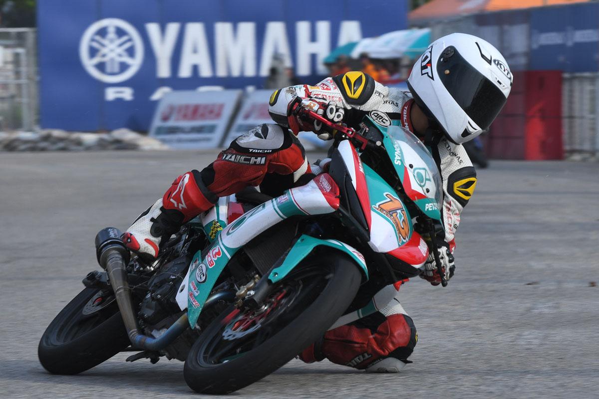 Pelumba pasukan PETRONAS Sprinta Yamaha Maju Motor; Md Akid Aziz catat ujian masa terpantas sesi kelayakan di litar Kompleks Sukan Negeri Gong Badak, Kuala Terengganu, Terengganu