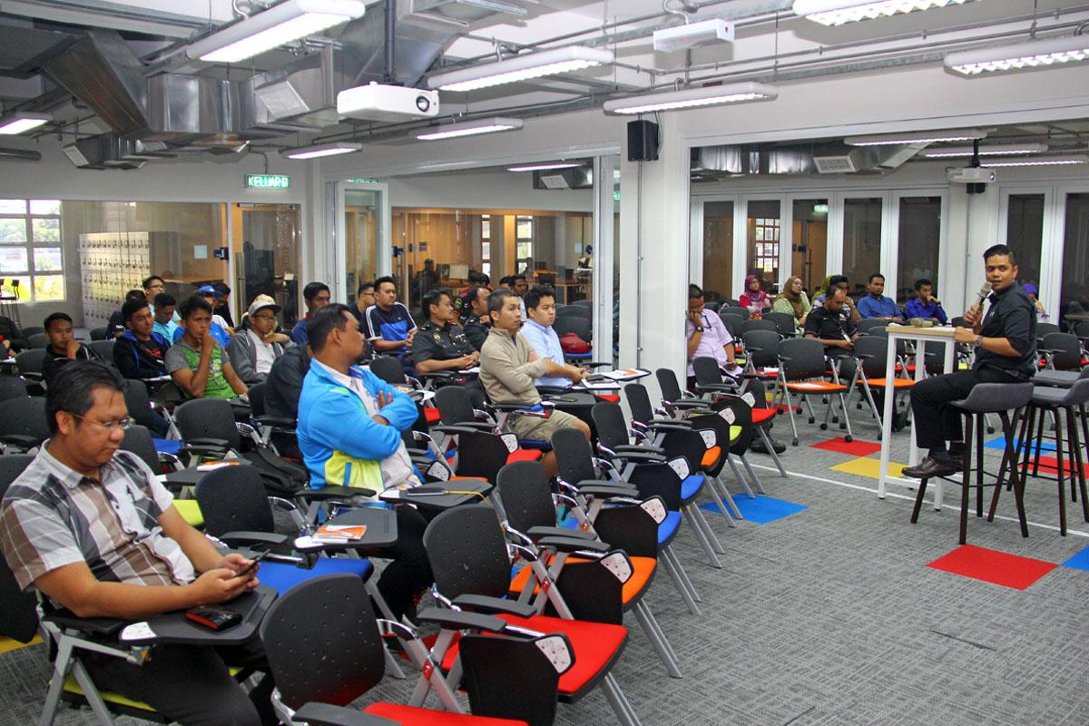 Program Bengkel Pengenalan E-Sports Negeri Terengganu turut menghimpunkan agensi-agensi berkaitan dan penggiat sukan elektronik untuk mendapat gambaran tepat tentang sukan ini yang telah berlansung pada 22 Oktober 2018 bertempat di Talk Space TD1303 Coworking Space, Kuala Terengganu. Kredit Foto - PenyuSukan.com