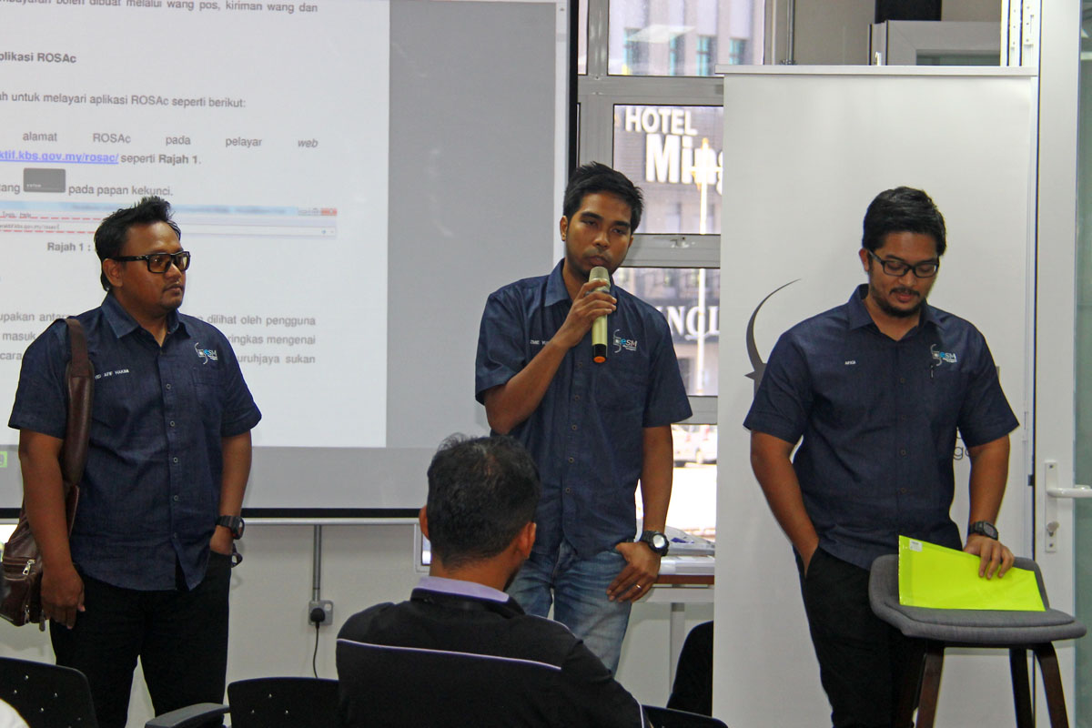 Wakil dari Persatuan Sukan Elektronik Negeri Terengganu (ESM Terengganu) sewaktu program Bengkel Pengenalan E-Sports Negeri Terengganu yang telah berlansung pada 22 Oktober 2018 bertempat di Talk Space TD1303 Coworking Space, Kuala Terengganu. Kredit Foto - PenyuSukan.com