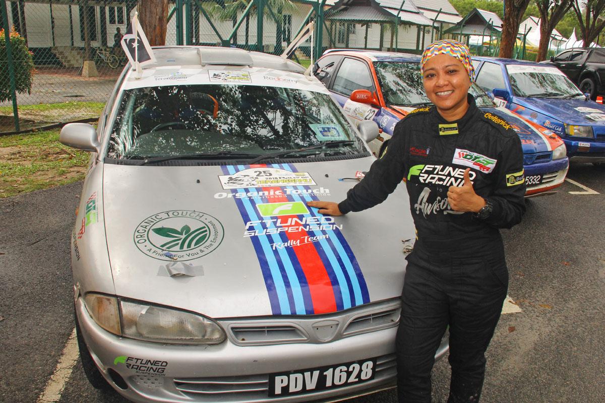 Nazatul Shima Mamat bersama jentera Proton Satria dari pasukan OTFT Rally Team merupakan diantara pelumba wanita yang berentap dalam perlumbaan Rali Terengganu 2018. Kredit Foto - PenyuSukan.com