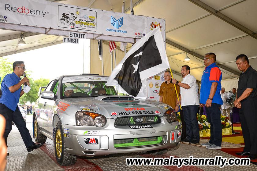 Sultan Mizan Zainal Abidin telah berkenan mencemar duli merasmikan kejuaraan perlumbaan Rali Terengganu 2018 dengan menyempurnakan acara flag-off para pelumba yang akan berentap di Terengganu International Endurance Park (TIEP), Lembah Bidong, Setiu bermula 14 sehingga 15 Disember 2018. Kredit Foto - MalaysianRally.com
