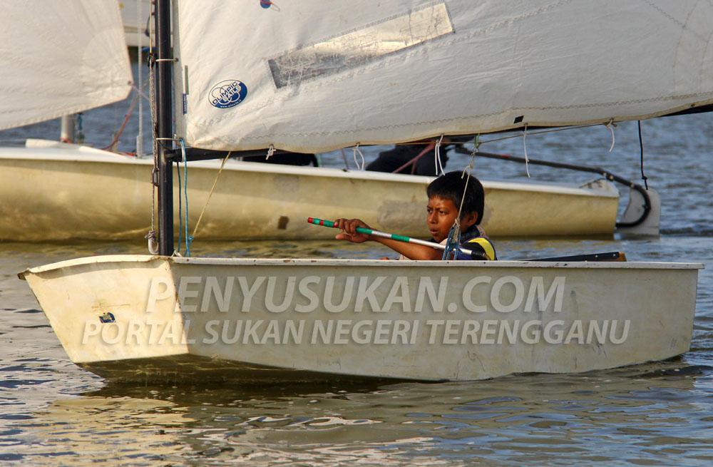 Program yang dinamakan 'My Try Layar de Tasik' anjuran Persatuan Pelayaran dan Luncur Layar Terengganu adalah satu program pengenalan sukan pelayaran khususnya kepada penduduk sekitar negeri Terengganu yang berlansung pada 27 Disember sehingga 30 Disember 2018. Program ini juga menjadi sebahagian dari pelan program pembangunan sukan untuk mencungkil bakat-bakat muda. Kredit Foto - PenyuSukan.com