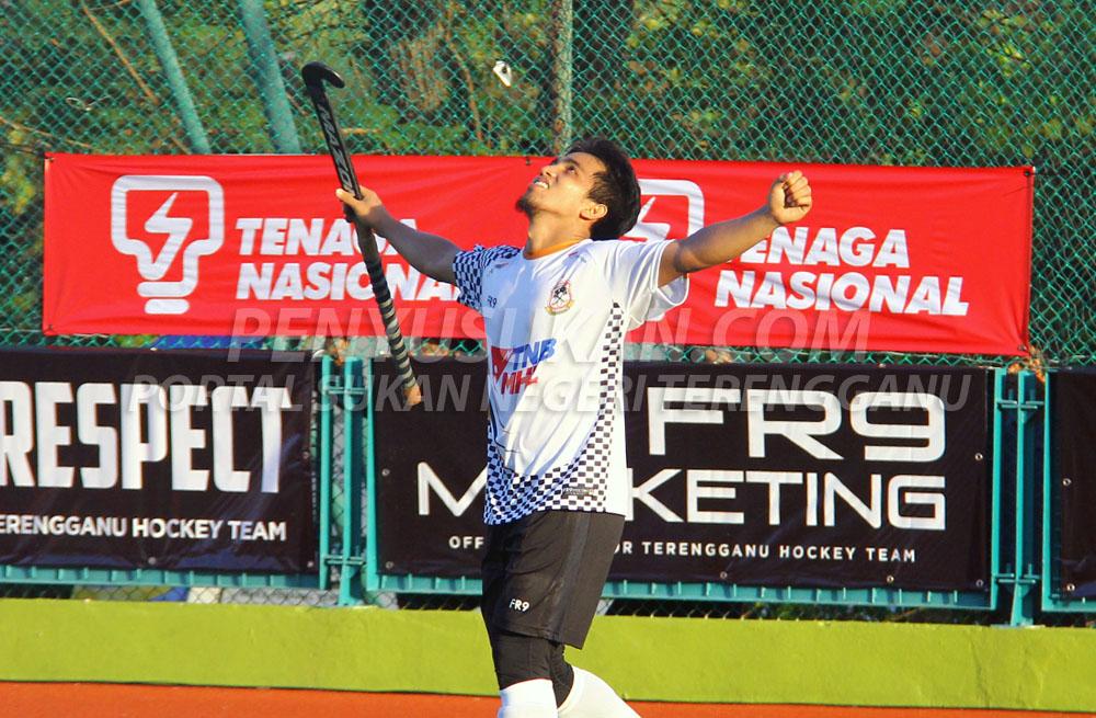 Aksi pemain penuh berpengalaman Mohd Fitri bin Saari setelah berjaya menyempurnakan pukulan 'shoot out' terakhir sekaligus menghadiahkan pasukan Terengganu Hockey Team (THT) kemenangan sulung merebut Piala Sumbangsih Liga Hoki Malaysia 2019. Kredit Foto - PenyuSukan.com