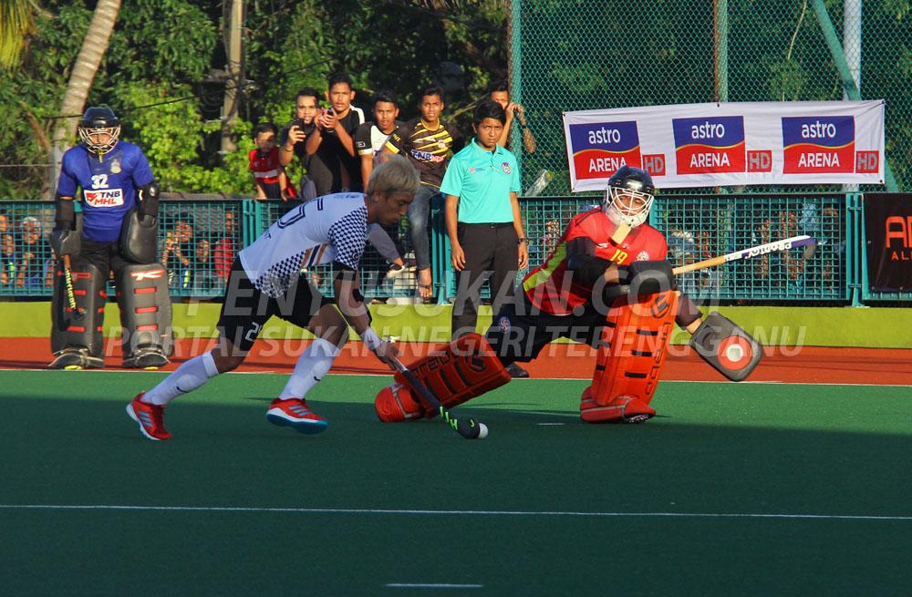 Pakar pukulan sudut penalti dari Korea Selatan; Jang Jong-Hyun selaku pemukul shootout kedua sekaligus menghadiahkan gol kedua buat Pasukan Hoki Terengganu(THT). Kredit Foto - PenyuSukan.com