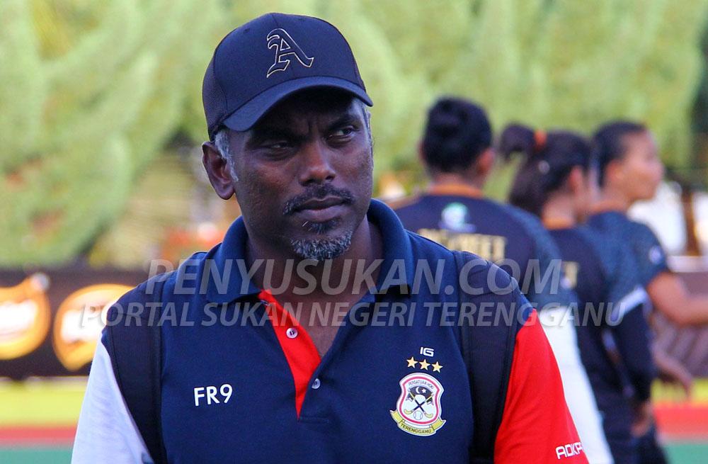Bekas pemain kebangsaan dan juga bekas jurulatih skuad hoki wanita negara; Iman Gobinathan Abdullah berusia 41 tahun(13 Januari 1978) pertama kali menggalas tugas sebagai ketua jurulatih Pasukan Hoki Wanita Terengganu(TLHT) untuk saingan musim 2019 ini. Kredit Foto - PenyuSukan.com