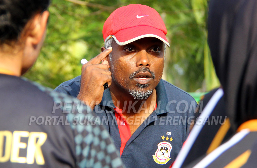 Iman Gobinathan Abdullah selaku ketua jurulatih Pasukan Hoki Wanita Terengganu(TLHT) untuk saingan Liga Hoki Wanita Malaysia 2019 yang telah bermula pada 10 Januari 2019 lalu. Kredit Foto – PenyuSukan.com
