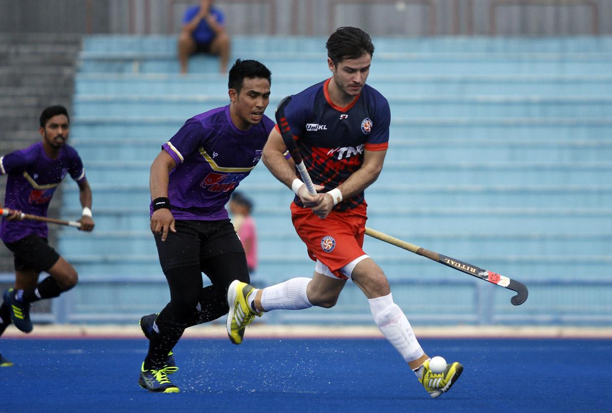 Aksi pemain import UniKL; Robert Kemperman sewaktu menentang pasukan UiTM dalam saingan Liga Perdana - Liga Hoki Malaysia 2019 bertempat di Stadium Tun Razak pada 13 Januari 2019. Kredit Foto - Agensi