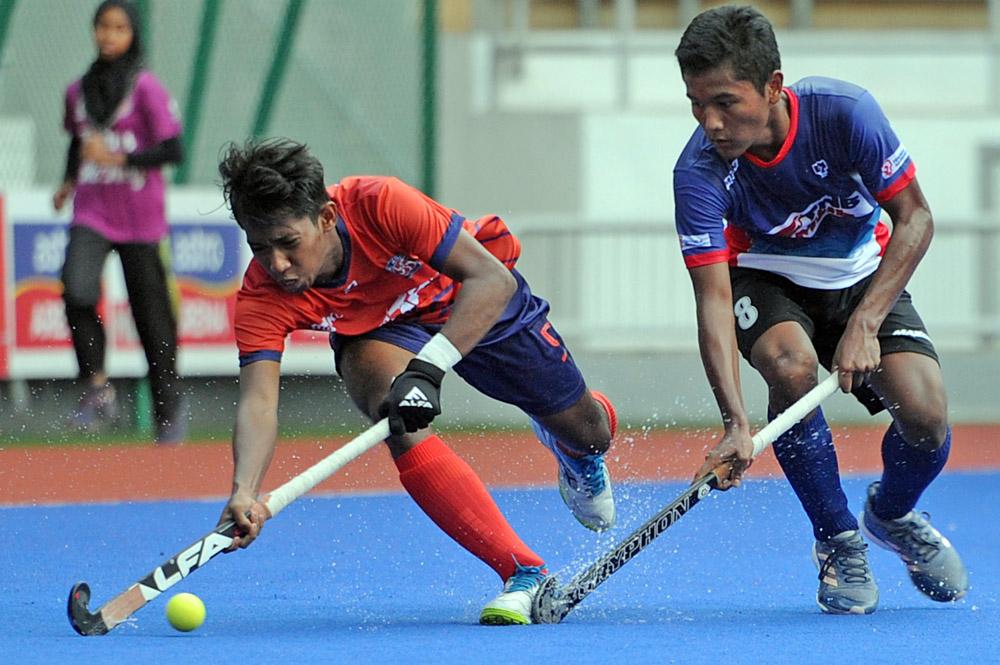 Muhammad Farhan Mohamad Zain(kiri) pada asalnya adalah seorang pelajar biasa yang mengambil jurusan Sarjana Muda Teknologi Kejuruteraan di Universiti Kuala Lumpur (UniKL). Namun segala-galanya berubah 360 darjah apabila pemain berasal dari Seremban itu daftarkan sebagai antara pemain utama UniKL untuk beraksi pada saingan Liga Hoki Malaysia (MHL) 2019.