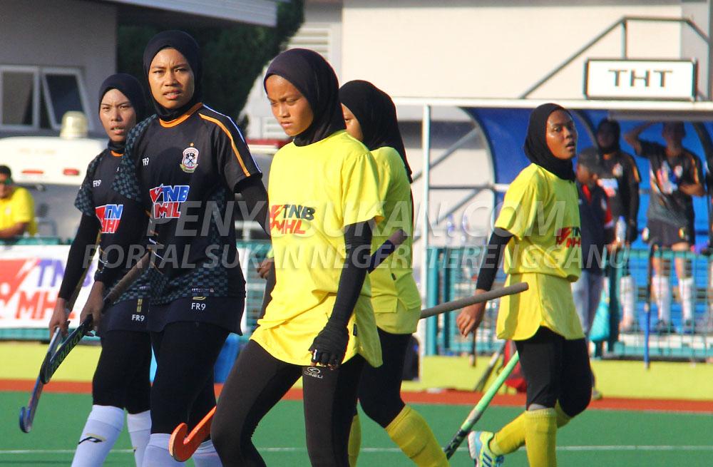 Pemain kebangsaan Malaysian Tigress; Wan Norfaiezah binti Md Saiuti(kiri) bergandingan bersama Auni Atikah binti Gahni(dua dari kiri) untuk jentera serangan TLHT bagi musim 2019 ini. Kredit Foto - PenyuSukan.com