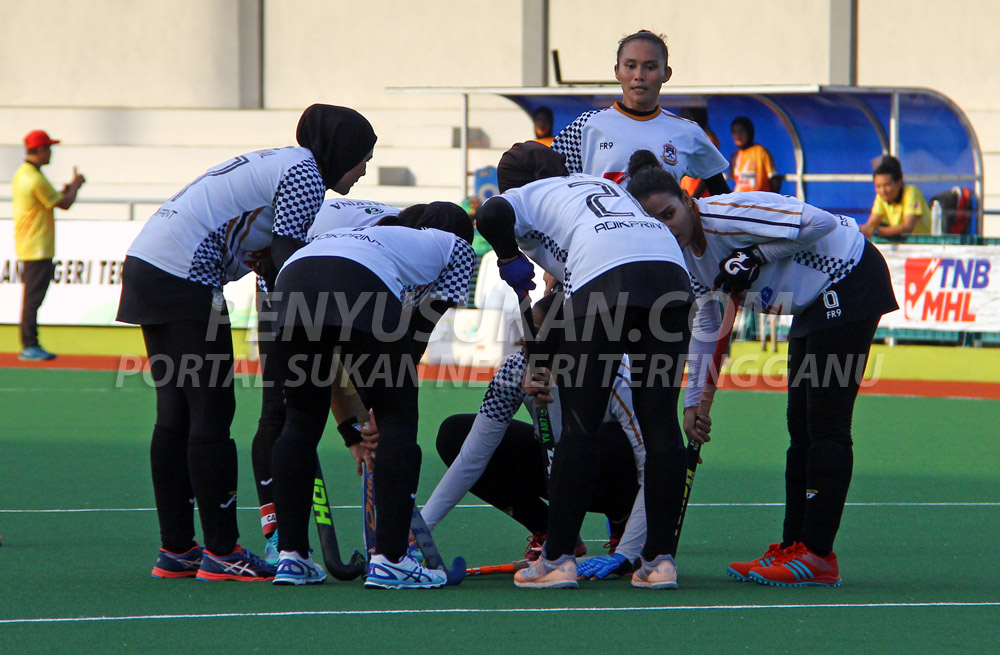 Pasukan Hoki Wanita Terengganu (TLHT) terus unggul teratas dalam carta liga untuk minggu ke-4 saingan Liga Hoki Wanita Malaysia 2019. Kredit Foto - PenyuSukan.com