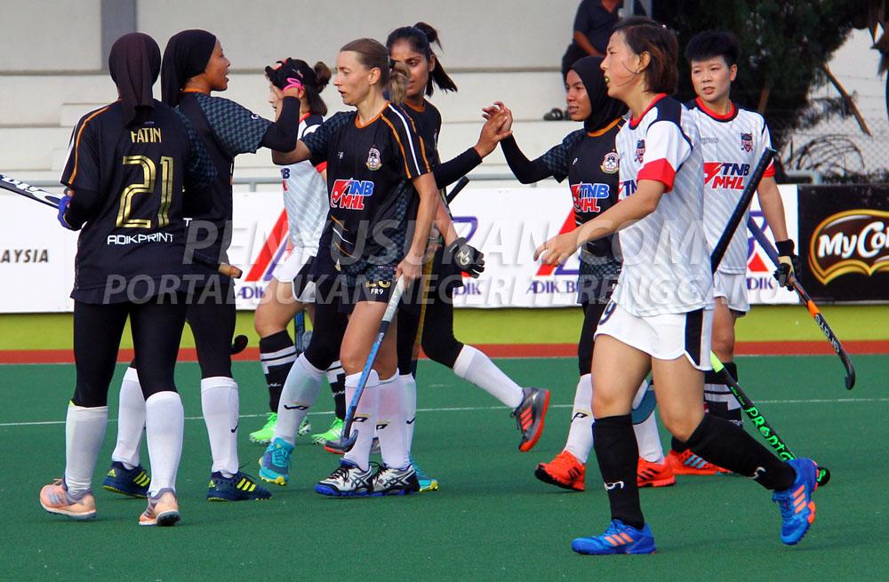 Aksi pemain-pemain Pasukan Hoki Wanita Terengganu (TLHT) setelah menewaskan pasukan Liaoning Infinite Space HC di Stadium Hoki Batu Buruk pada 19 Januari 2019. Kredit Foto - PenyuSukan.com