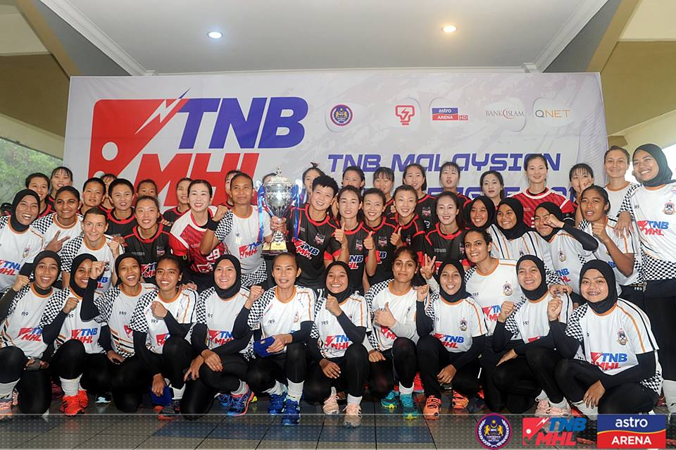 Pasukan Hoki Wanita Terengganu (TLHT) menambah koleksi kejuaraan kedua berturut-turut bagi musim 2019 ini setelah dinobatkan selaku juara bersama Piala Vivian May Soars 2019. Kredit Foto - Facebook.com/MalaysianHockeyConfederation