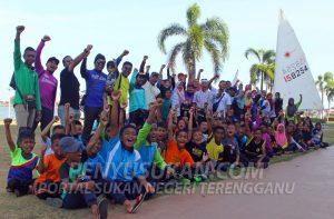 Kontijen sukan pelayaran Jabatan Pendidikan Negeri Pahang yang telah berkampung selama 4 hari bertempat di Duyong Marina Resorts, Pulau Duyong, Kuala Terengganu untuk program Sirkit 1 Sukan Pelayaran MSS Pahang. Kredit Foto - PenyuSukan.com