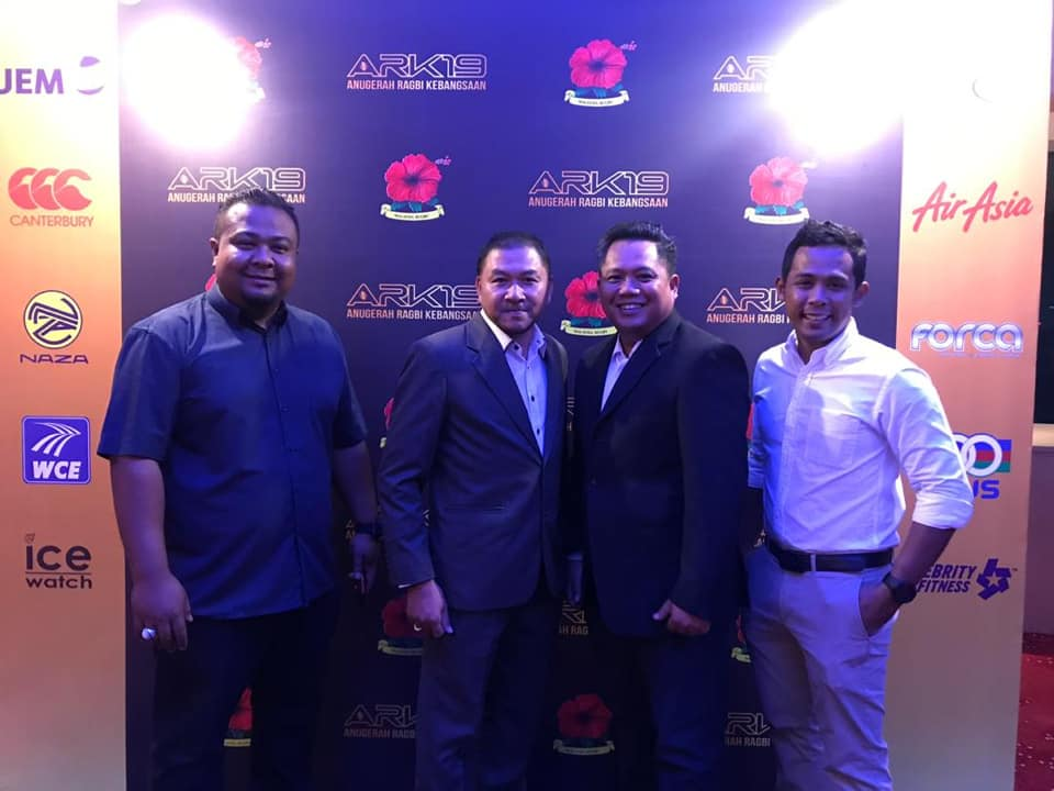 Barisan kepimpinan Persatuan Ragbi Negeri Terengganu(PRNT) sewaktu hadir ke majlis Anugerah Ragbi Kebangsaan 2019(ARK 2019) yang telah berlangsung pada 30 Mac 2019 bertempat di Mercu UEM, Kuala Lumpur. Kredit Foto - Facebook.com/PRAGBINT