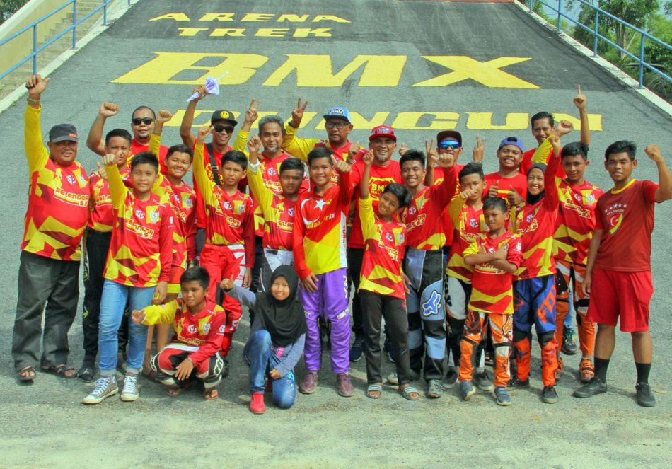Kejohanan BMX Majlis Perbandaran Dungun 2018 - Pasukan Selangor. Kredit Foto - PenyuSukan.com